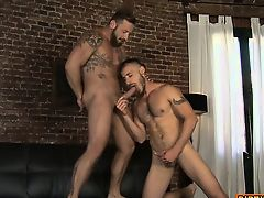 Muscle bear flip flop and cumshot