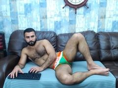 Romanian bearded hunk plays on cam