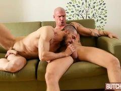 Mature gays Erik Lenn and Mike Bourne fuck on sofa