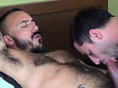 Muslcy bear raw fucks ass