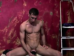 Solo british punk spills cum on his sextoy