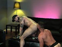 Hunk sucks big hard dick