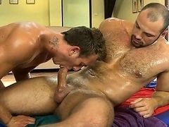 Pleasurable oralstimulation with sexy gay couple